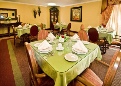 Reo Vista dining area