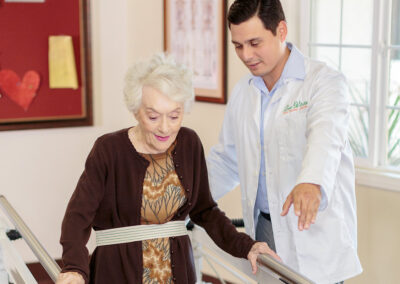 Reo Vista rehab therapist with resident